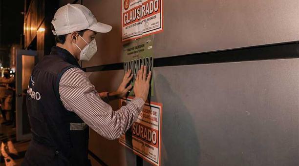 El Municipio de Guayaquil y otros organismos realizaron operativos de control de las medidas de bioseguridad y clausuraron locales por incumplimientos. Foto: cortesía Municipio de Guayaquil