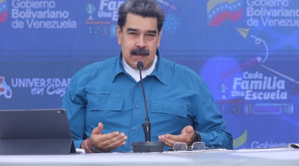 Fotografía cedida por prensa de Miraflores donde se observa al presidente venezolano, Nicolás Maduro, en un acto de gobierno con militares, hoy 25 de marzo del 2021, en Caracas (Venezuela).