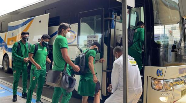 Jugadores de la Selección de Bolivia llegaron a Quito el 27 de marzo para el amistoso ante Ecuador. Foto:  @Boliviaesfutbol