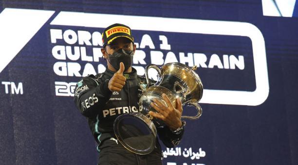 Lewis Hamilton del Mercedes-AMG Petronas festeja al ganar en la Fórmula Uno. Foto: EFE