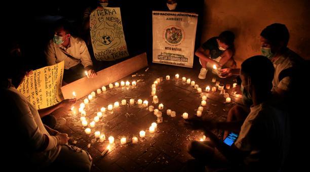 En Cartagena se apagaron las luces y se encendieron velas en apoyo a la iniciativa global. Foto: EFE
