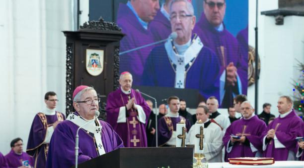 Foto de archivo de Slawoj Leszek Glodz cuando era arzobispo de Gdansk en una ceremonia en la Basílica de Gdansk. Ene 19, 2019.
