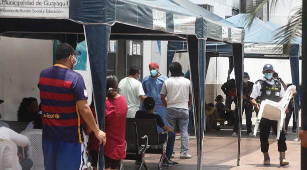 Guayaquil experimenta un aumento sostenido de contagios y muertes por covid-19. Foto: Enrique Pesantes / EL COMERCIO