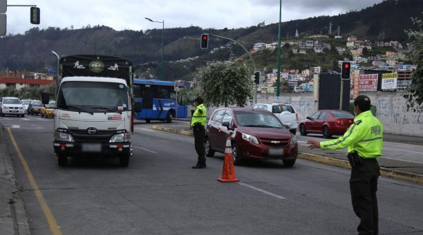 En ciudades como Loja, Santo Domingo y Guayaquil se adoptaron más medidas y se reforzaron los operativos entre el 1 y 4 de abril del 2021. Foto: Glenda Giacometti / EL COMERCIO