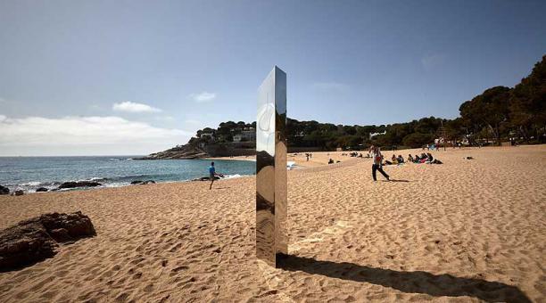 El monolito apareció en una playa de la Costa Brava, en la región española de Cataluña. Foto: EFE