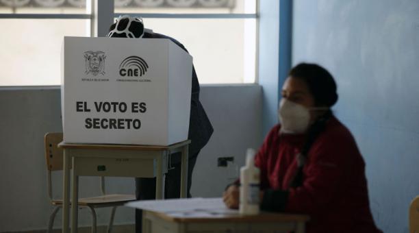 El CNE se pronunció sobre las multas que deberán pagar las personas que no asistan a votar o que falten como miembros de las Juntas Receptoras del Voto (JRV). Foto: Archivo/ EL COMERCIO