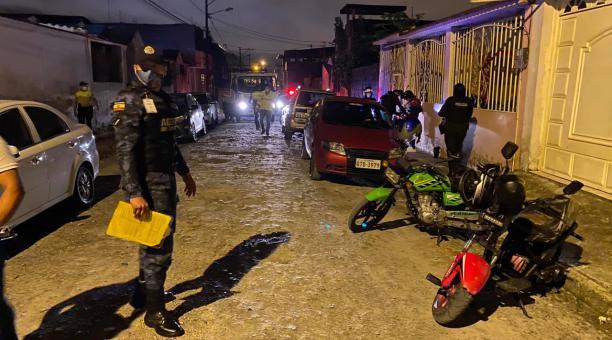 El fin de semana del 28 de marzo del 2021, las autoridades de Santo Domingo intervinieron en una fiesta privada que concentró a una gran cantidad de personas. Foto: Cortesía