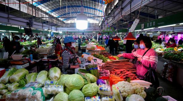 Una comisión de la OMS emitió el informe sobre el origen del coronavirus, que fue identificado en el mercado de Wuhan y que luego se propagó a nivel mundial. Foto: Reuters