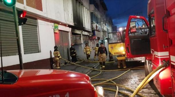 Las unidades contraincendios, tanqueros de abastecimiento y unidad de rescata del Cuerpo de Bomberos de Ibarra fueron desplazadas al lugar del incendio. Foto: cortesía.