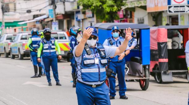Los gremios solicitaron a la Alcaldía de Guayaquil que se los excluya de las restricciones de movilidad. Foto: Twitter ATM Guayaquil
