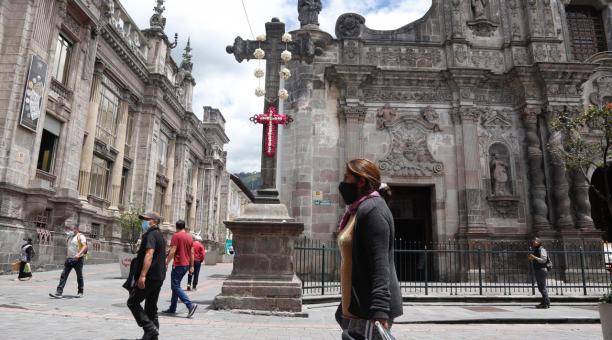 Las autoridades del Municipio de Quito y de la Iglesia Católica han recomendado a los fieles que asistan a los eventos de Semana Santa a través de las plataformas virtuales, para prevenir la propagación del covid-19. Foto: Diego Pallero/ EL COMERCIO