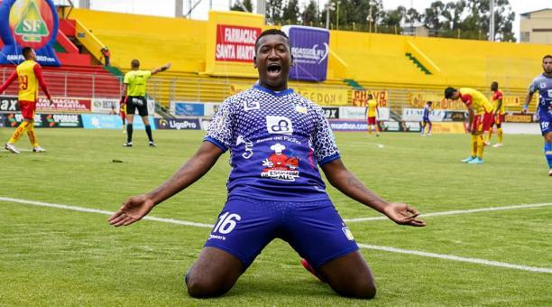 José Cifuente anotó uno de los goles de Delfín, en su empate ante Aucas, en Quito. Foto: Twitter @DelfinSC