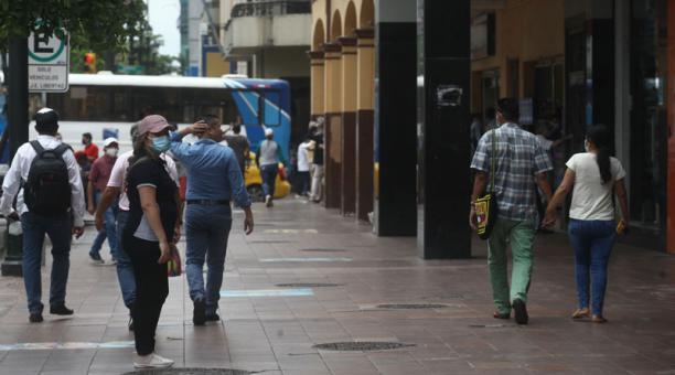 La avenida Nueve de Octubre el miércoles 31 de marzo del 2021. Foto: Enrique Pesantes / EL COMERCIO