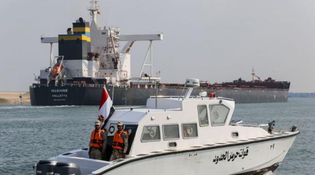 El atasco en Suez continúa a tres días de la liberación del Ever Given que quedó atascado en el canal. Foto: REUTERS.