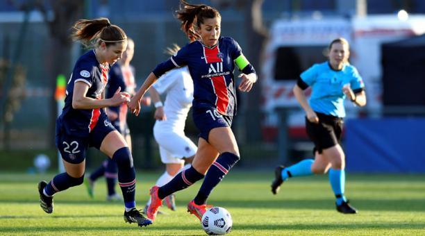 Nadia Nadim es futbolista profesional del París Saint Germain (PSG), embajadora de la Unesco y estudiante de Medicina. Foto: EFE / París Saint Germain