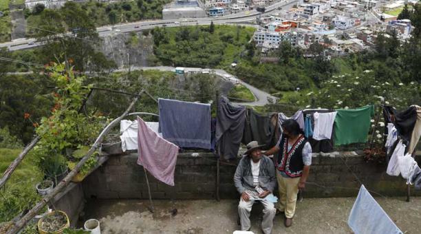Desde la terraza de la casa de Rosa Tupiza se observan la autopista General Rumiñahui y la avenida Velasco Ibarra. Foto: Diego Pallero / EL COMERCIO