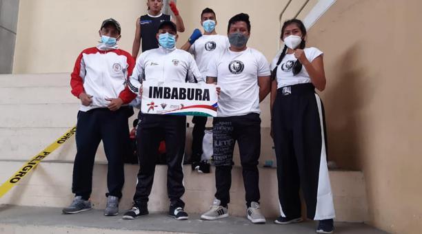 La delegación de Imbabura en el campeonato Copa del Pacifíco y Selectivo de Kick boxing en Ambato. Tomado de la Federación de Kick boxing