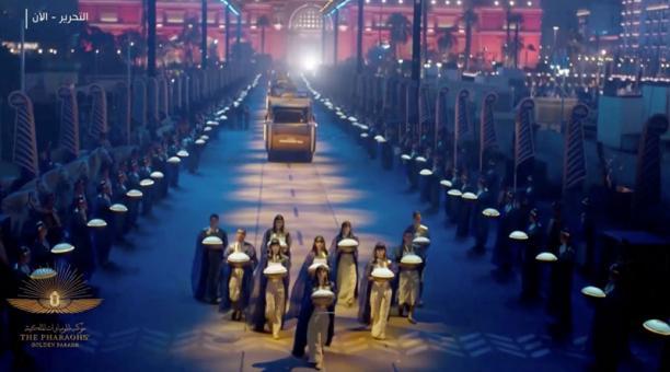 Captura de pantalla de la transmisión de la ceremonia de traslado de las momias reales desde el Museo Egipcio en la Plaza Tahrir al Museo Nacional de la Civilización Egipcia en Fustat, en El Cairo, Egipto. 3 de abril, 2021. Foto: REUTERS