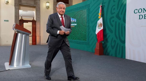 El presidente de México, Manuel López Obrador, dijo que ha desarrollado anticuerpos y que aún no se vacunará contra el covid-19. Foto: EFE