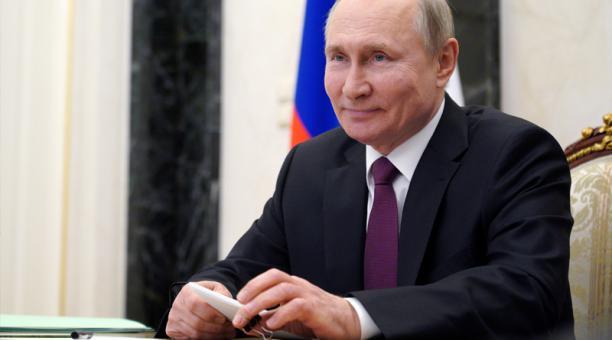 El presidente ruso, Vladímir Putin, participa en una videoconferencia con funcionarios y jóvenes profesionales en Moscú, Rusia, 25 de marzo de 2021.