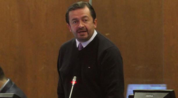"""Villamar, a través de un oficio dirigido a los integrantes del CAL, argumenta """"algunas observaciones constitucionales, legales y reglamentarias"""", y que definan qué disposiciones se aplicarán en su caso."""