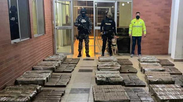 La droga estaba en sacos de yute en el interior de un contenedor en el puerto de Guayaquil. Foto: cortesía