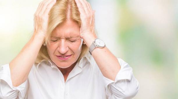 La mujeres tienen menor resistencia al dolor si disminuyen el estrógeno y la progesterona. Foto: freepik