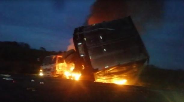 El siniestro ocurrió en la vía Jujan - Tres Postes, a la altura de la T de Yaguachi. Foto: Captura