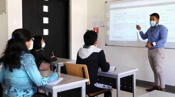Unos 54 bachilleres asistirán a las clases presenciales y 697 a las clases virtuales. Foto: cortesía Instituto Superior Tecnológico Cotacachi