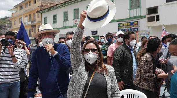 Guillermo Lasso se reunió con representantes de diferentes grupos sociales en la Plaza de la Juventud en Azogues, Cañar. Foto: Twitter Guillermo Lasso