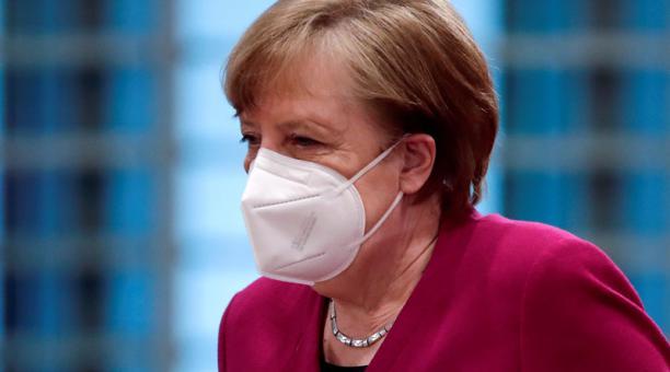 La primera ministra de Alemania, Angela Merkel, apoya un confinamiento corto en su país para evitar los contagios de covid-19. Foto: Reuters