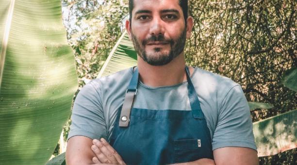 El chef Rodrigo Pacheco, en Puerto Cayo,donde tiene su hotel y restaurante. Foto: Cortesía