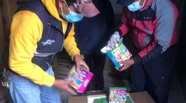 Los helados de Salcedo fueron inspeccionados por funcionarios de Agrocalidad, antes de la exportación a Estados Unidos. Foto: Twitter Agrocalidad