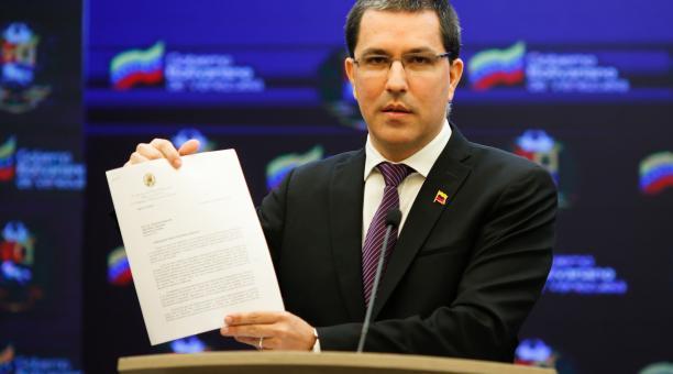 El canciller venezolano Jorge Arreaza pide la lIberación de los fondos para adquirir vacunas. Foto: EFE