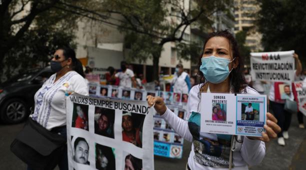 Un grupo de mujeres protestan para exigir justicia por la desaparición de sus familiares, en Ciudad de México (México). Foto: EFE