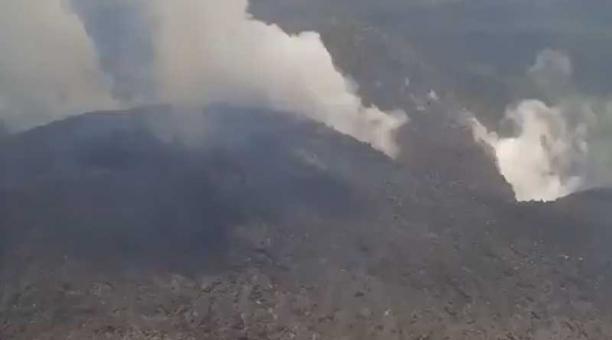 La mañana de este 8 de abril del 2021 se reportaron movimientos de larga duración en el volcán La Soufriere, los cuales son señal de que magma fresco está tratando de llegar a la superficie. Foto: captura