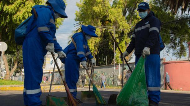 Los 'Soldados azules' reforzarán las labores de barrido manual en todo el Distrito Metropolitano de Quito. Foto: Cortesía Emaseo