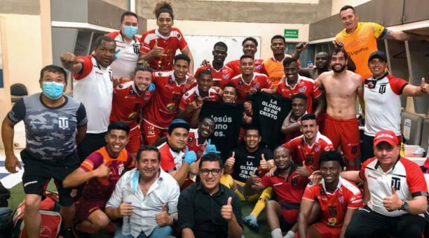 Así festejaron en Técnico Universitario el triunfo ante el Manta. Foto: @TecnicoUOficial