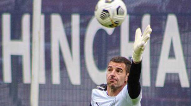 Adrián Gabbarini durante el calentamiento, antes del partido con Mushuc Runa del sábado pasado. Foto: www.ldu.com.ec