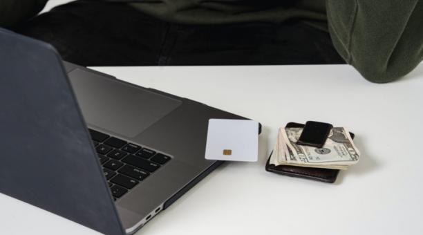 De acuerdo con la Asociación de Bancos Privados (Asobanca), el uso de tarjetas de débito es cada vez mayor. En febrero de 2021 se registraron 8,7 millones de tarjetas, lo que representó un incremento de 9,3% frente al mismo mes de 2020. Foto: Pexels