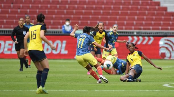 Ecuador perdió ante Colombia, en el estadio Rodrigo Paz. Foto: FEF