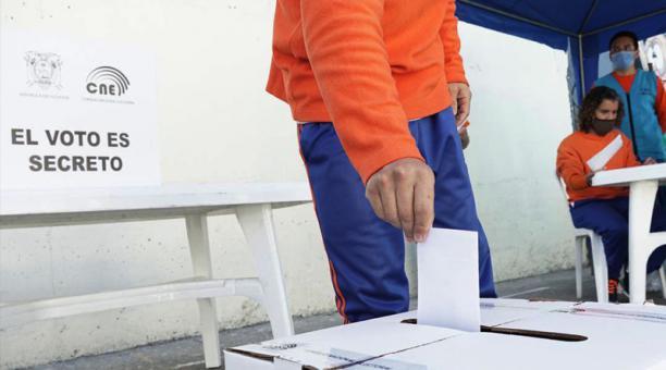 Más de 13 millones de ecuatorianos decidirán hoy quién ocupará el Palacio de Carondelet. Los votos válidos son decisivos.