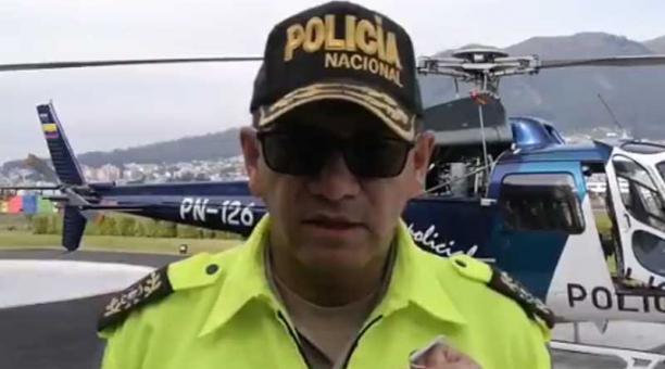 Alain Luna, comandante de la Policía de Quito, dijo que el hecho sucedió mientras el uniformado dejaba a una persona en el barrio Chilibulo, en el sur de Quito. Foto: captura