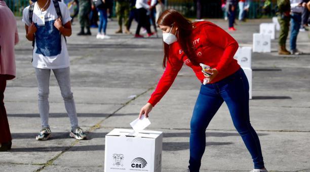 Según Participación Ciudadana, el 90,6% de las Juntas Receptoras se conformaron con los miembros designados y solamente el 8,8% con personas de la fila. Foto: Diego Pallero/ EL COMERCIO