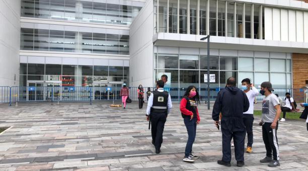 Las cédulas en el Registro Civil se entregaron desde primeras horas de la mañana del domingo 11 de abril del 2021, día de las elecciones de segunda vuelta. Foto: Galo Paguay/ EL COMERCIO