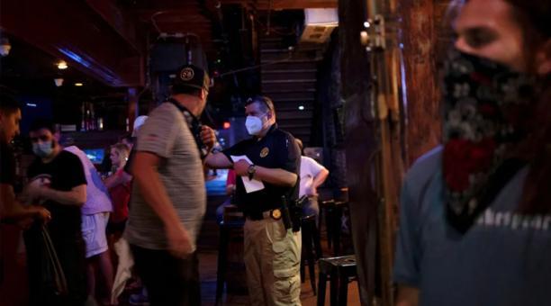 En Miami (EE.UU.) agentes de Policía disolvieron en marzo una serie de fiestas clandestinas reportadas por vecinos.
