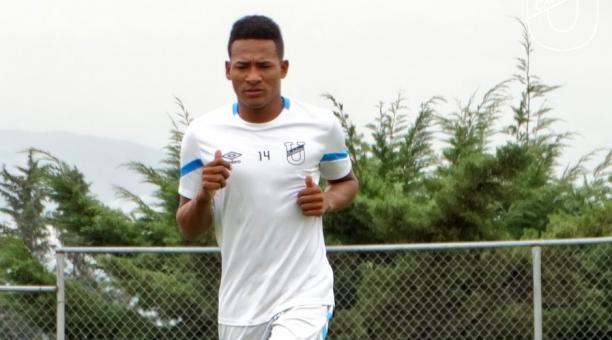 José Carabalí dio positivo en los exámenes de covid-19 y será baja en Universidad Católica. Foto: Twitter del club