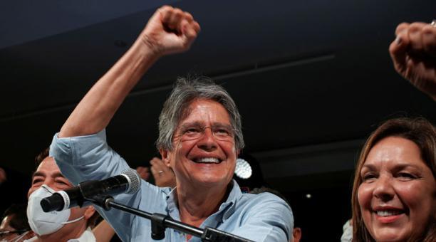 Guillermo Lasso alcanzó el 52,5% de votos válidos frente al 47,5% de su contrincante, el presidenciable por la Unión por la esperanza, Andrés Arauz, en el balotaje del domingo 11 de abril. Foto: REUTERS
