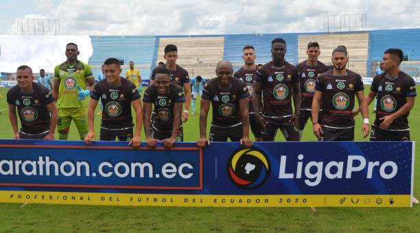 Los jugadores del Mushuc Runa previo a uno de los cotejos de la LigaPro 2021. Foto: Tomada de Twitter
