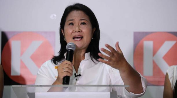 La candidata a la presidencia del Perú por el partido Fuerza Popular, Keiko Fujimori, ofrece declaraciones en el local central de su partido este 11 de abril del 2021, en Lima (Perú). Foto: EFE